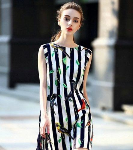 Áo sọc dọc màu đen giúp bạn trông thon gọn hơn