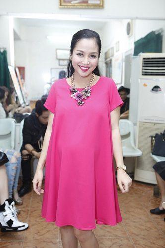Thời trang bầu trẻ trung, sành điệu của các Sao Việt