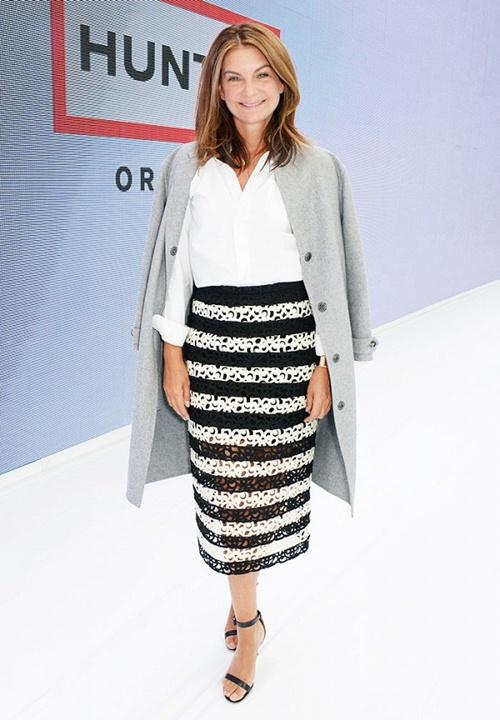Chân váy họa tiết + áo khoác oversize