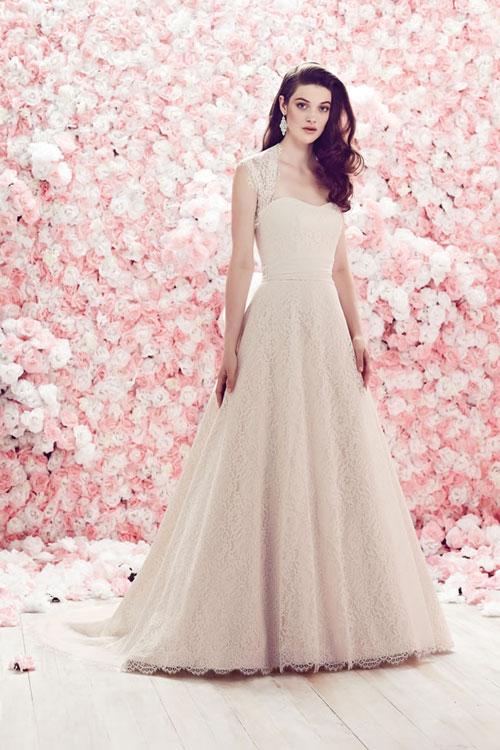 váy cưới cổ điển cho cô dâu ngày cưới