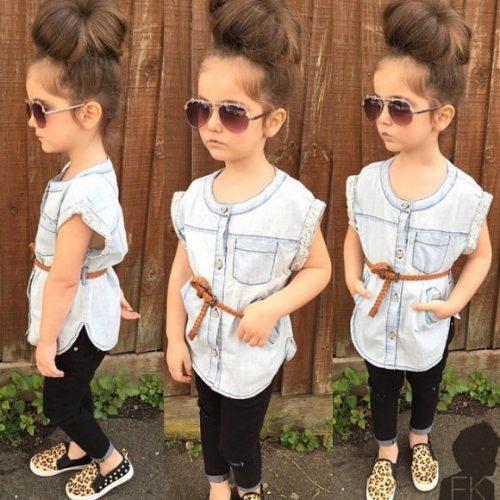 Không chỉ mặc đẹp, cô nhóc còn tạo dáng tự tin trước ống kính.